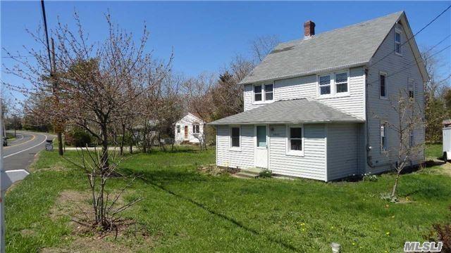 24635 Main Rd, Cutchogue, NY 11935 (MLS #3120347) :: Signature Premier Properties