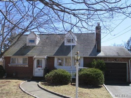 15 Janice Ct, Commack, NY 11725 (MLS #3120400) :: Signature Premier Properties