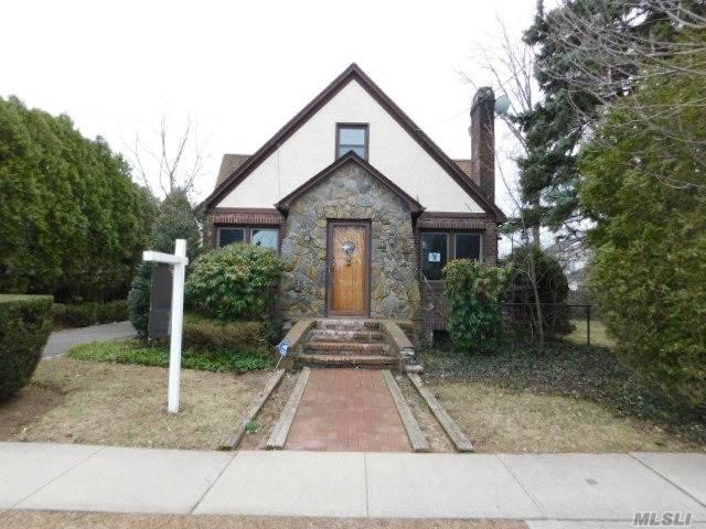 28 Chestnut St, Hicksville, NY 11801 (MLS #3120450) :: Signature Premier Properties
