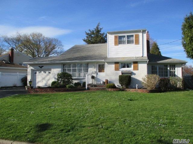 29 Oakley Dr, Huntington Sta, NY 11746 (MLS #3120470) :: Signature Premier Properties