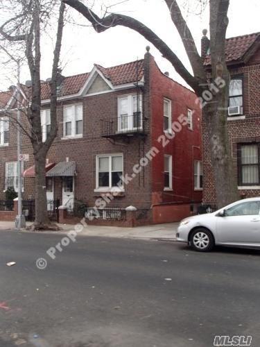 25-50 98 St, E. Elmhurst, NY 11369 (MLS #3120651) :: Keller Williams Points North