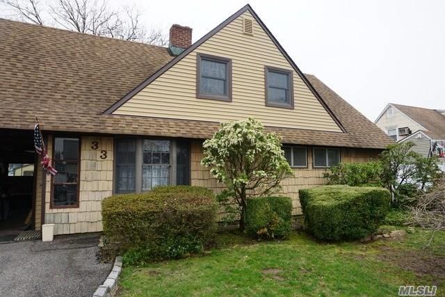 33 Low Ln, Levittown, NY 11756 (MLS #3121445) :: Signature Premier Properties