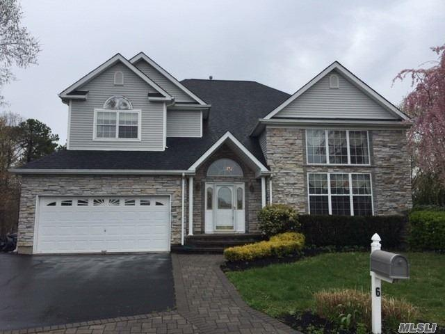 6 Heather Ct, Holtsville, NY 11742 (MLS #3122816) :: Shares of New York