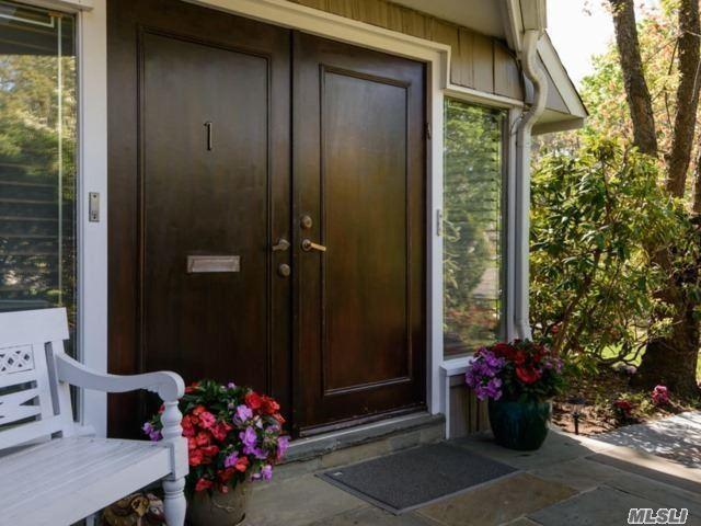 1 Strawberry Ln, Roslyn Heights, NY 11577 (MLS #3124130) :: Netter Real Estate