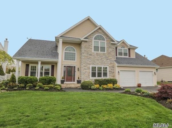 16 Clover Meadow Ct, Holtsville, NY 11742 (MLS #3125734) :: Shares of New York