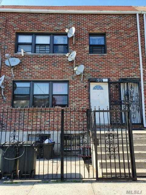 2597 Pitkin Ave, Brooklyn, NY 11208 (MLS #3126052) :: Netter Real Estate
