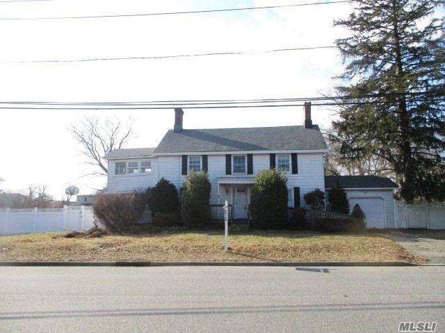 358 Livingston Ave, Babylon, NY 11702 (MLS #3128080) :: Netter Real Estate