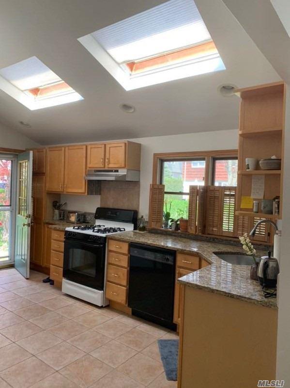 60 Dunwood Rd, Port Washington, NY 11050 (MLS #3129169) :: HergGroup New York