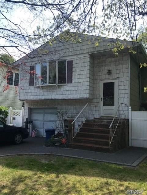 1142 Ocean Ave, Bay Shore, NY 11706 (MLS #3130831) :: The Lenard Team