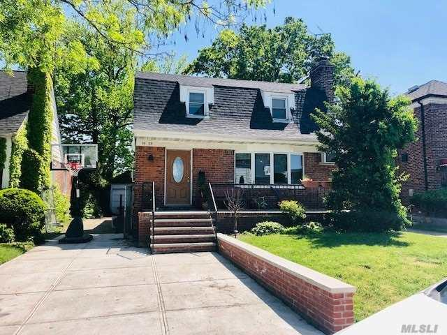 75-23 182nd St, Fresh Meadows, NY 11366 (MLS #3131531) :: Keller Williams Points North