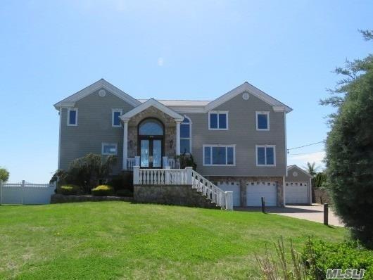 164 Secatogue Lane W, West Islip, NY 11795 (MLS #3131859) :: Netter Real Estate