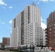 125-10 Queens Blvd #901, Kew Gardens, NY 11415 (MLS #3131968) :: Signature Premier Properties