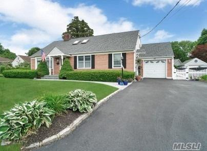 98 Oak Ave, Smithtown, NY 11787 (MLS #3137428) :: Signature Premier Properties