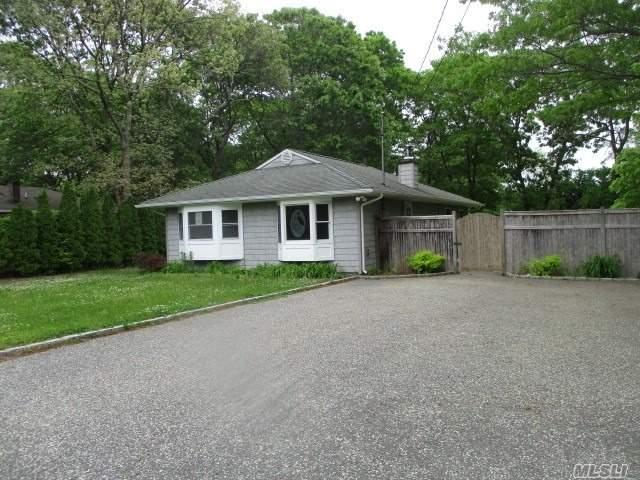 139 Chichester Ave, Center Moriches, NY 11934 (MLS #3138204) :: RE/MAX Edge