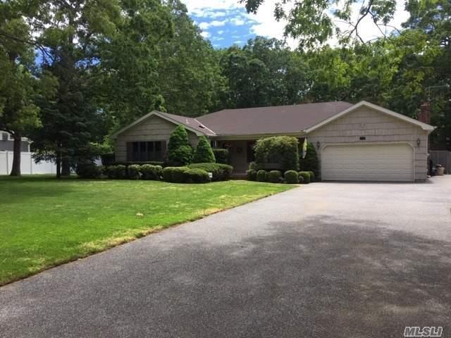 19 Sandpiper Ln, East Islip, NY 11730 (MLS #3138827) :: Netter Real Estate