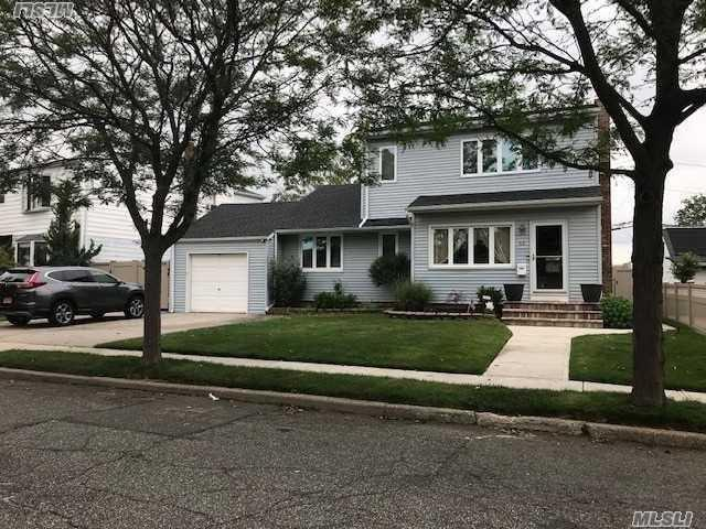 69 N Woodbine Dr, Hicksville, NY 11801 (MLS #3139348) :: Signature Premier Properties