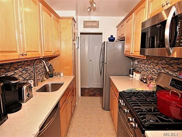 18-05 215 St 9 S, Bayside, NY 11360 (MLS #3139395) :: Shares of New York