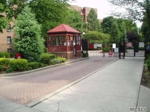 150-20 71st Ave #5, Kew Garden Hills, NY 11367 (MLS #3139436) :: Shares of New York