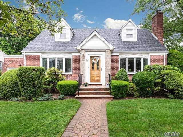 52 Pilgrim St, New Hyde Park, NY 11040 (MLS #3139800) :: Signature Premier Properties
