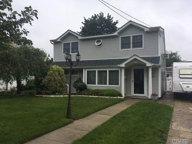2275 7th St, East Meadow, NY 11554 (MLS #3140241) :: RE/MAX Edge