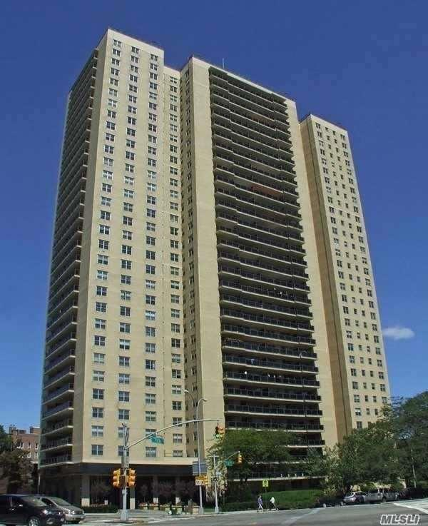 110-11 Queens Blvd 6N, Forest Hills, NY 11375 (MLS #3141348) :: Shares of New York