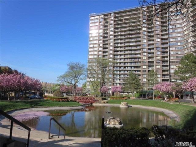 2 Bay Club Dr 8T, Bayside, NY 11360 (MLS #3144860) :: Netter Real Estate