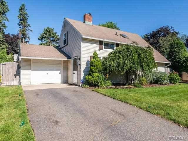 40 Middle Ln, Westbury, NY 11590 (MLS #3145178) :: Netter Real Estate