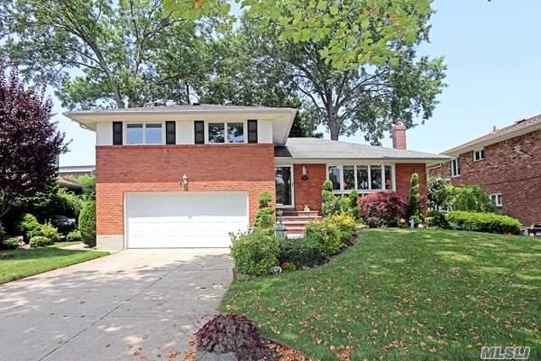 424 Garden Blvd, Garden City, NY 11530 (MLS #3145702) :: Signature Premier Properties
