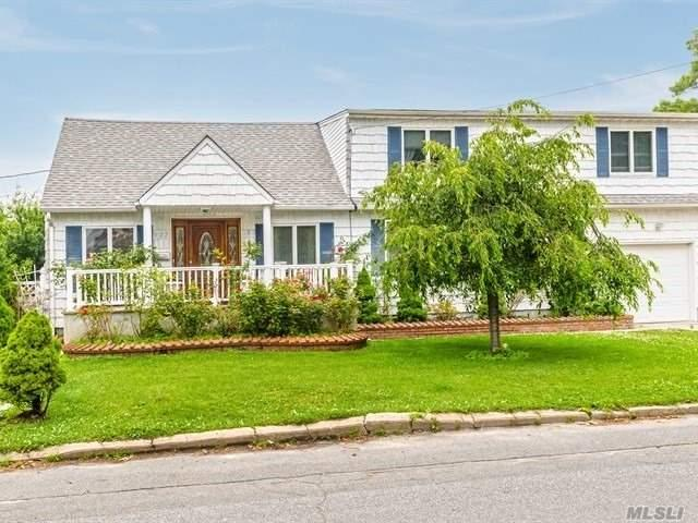 577 Pinto St, N. Babylon, NY 11703 (MLS #3146499) :: Netter Real Estate