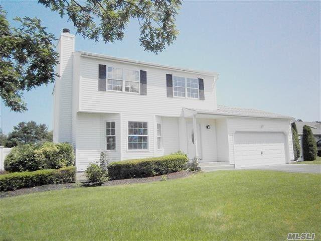 15 Sunbonnet Ln, Bellport, NY 11713 (MLS #3146534) :: Netter Real Estate