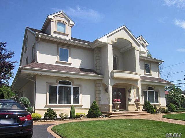 2081 Lake End Rd, Merrick, NY 11566 (MLS #3147136) :: Signature Premier Properties