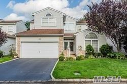 177 Windwatch Dr, Hauppauge, NY 11788 (MLS #3147256) :: Keller Williams Points North