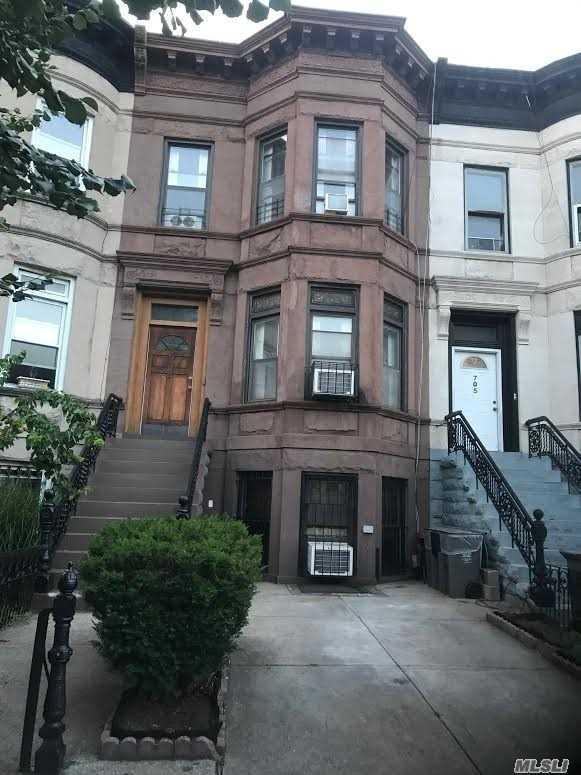 703 Halsey St, Brooklyn, NY 11233 (MLS #3147748) :: Signature Premier Properties
