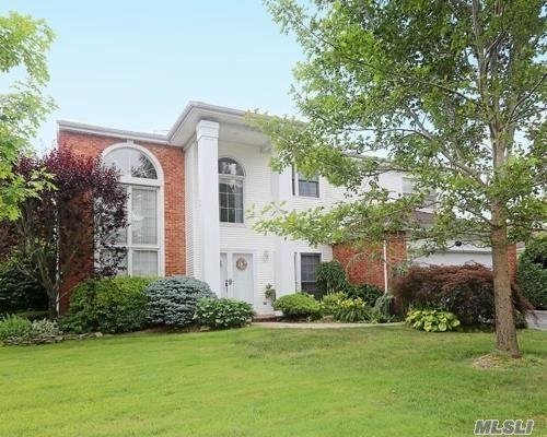 157 Country Club Dr, Commack, NY 11725 (MLS #3147903) :: Keller Williams Points North