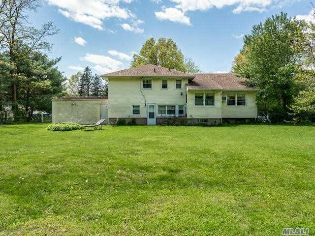 67 Viola Dr, Glen Head, NY 11545 (MLS #3147993) :: Netter Real Estate