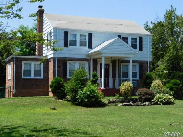 134 Ocean Ave, Massapequa, NY 11758 (MLS #3148057) :: Netter Real Estate