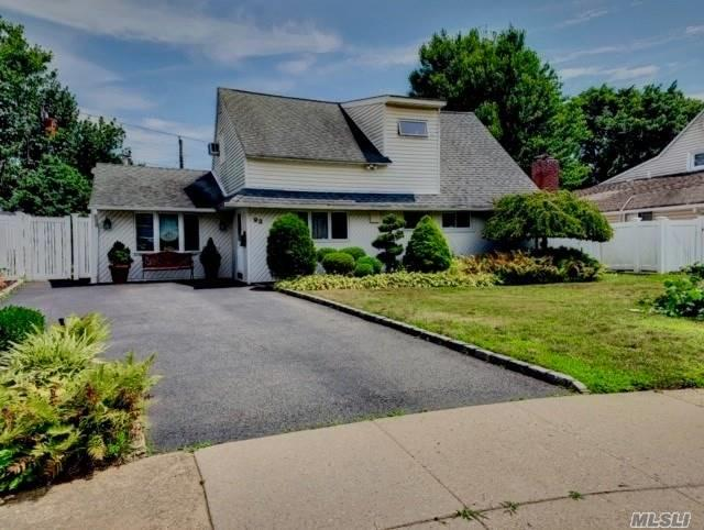 93 Cherry Ln, Hicksville, NY 11801 (MLS #3148088) :: Signature Premier Properties