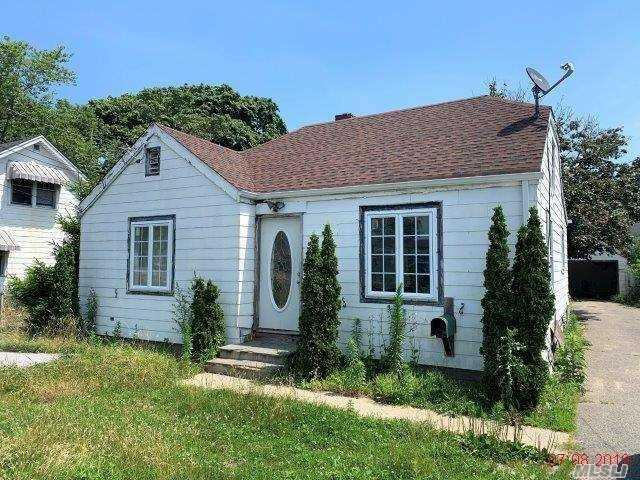 705 Patchogue Rd, Pt.Jefferson Sta, NY 11776 (MLS #3148345) :: Keller Williams Points North