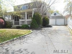 334 Oakwood Ave, West Islip, NY 11795 (MLS #3148583) :: Netter Real Estate
