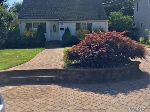 142 Litchfield Ave, Babylon, NY 11702 (MLS #3149028) :: Netter Real Estate