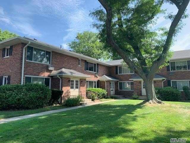182 Edmunton Dr D4, N. Babylon, NY 11703 (MLS #3149565) :: Netter Real Estate