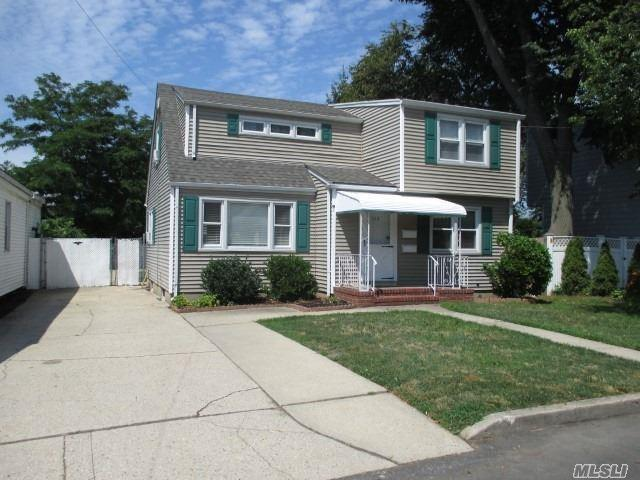 235 N 6th St, Lindenhurst, NY 11757 (MLS #3149636) :: Netter Real Estate