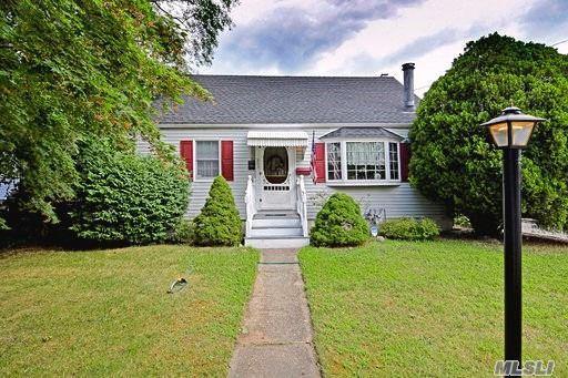 265 Earle St, Central Islip, NY 11722 (MLS #3149638) :: Netter Real Estate