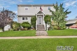 112 E Granada Ave, Lindenhurst, NY 11757 (MLS #3149784) :: Netter Real Estate