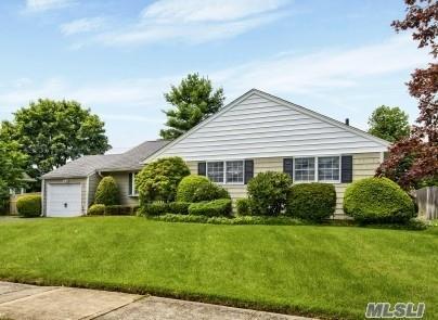 45 Roy Ave, Massapequa, NY 11758 (MLS #3150177) :: Netter Real Estate