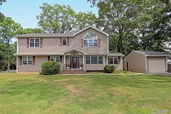11 Pine St, Commack, NY 11725 (MLS #3154310) :: Signature Premier Properties
