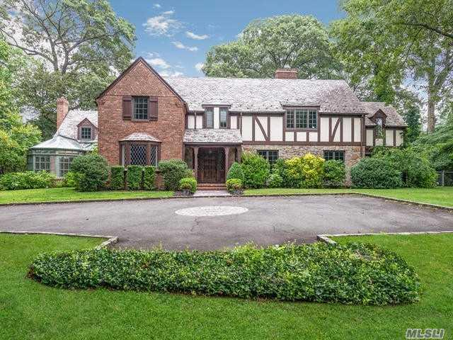 370 Manhasset Woods Rd, Manhasset, NY 11030 (MLS #3154351) :: Kevin Kalyan Realty, Inc.