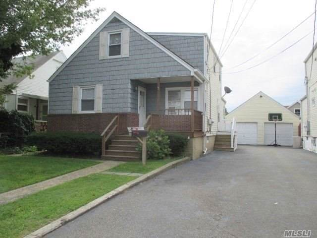 15 W Clearwater Rd, Lindenhurst, NY 11757 (MLS #3163837) :: Netter Real Estate