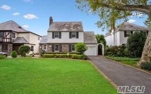 83 Strathmore Lane, Rockville Centre, NY 11570 (MLS #3163962) :: Signature Premier Properties