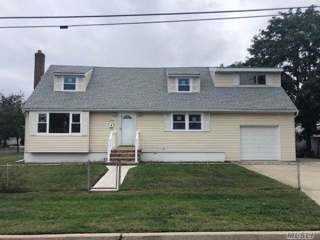 433 SE New York Ave, Lindenhurst, NY 11757 (MLS #3164102) :: Netter Real Estate